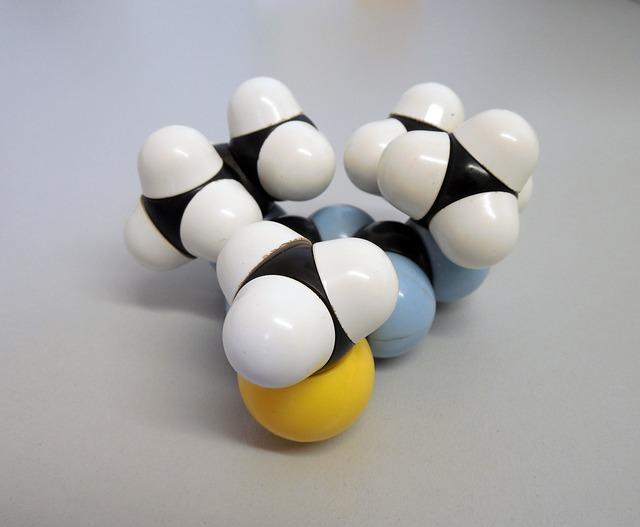 molecule-877773_640.jpg