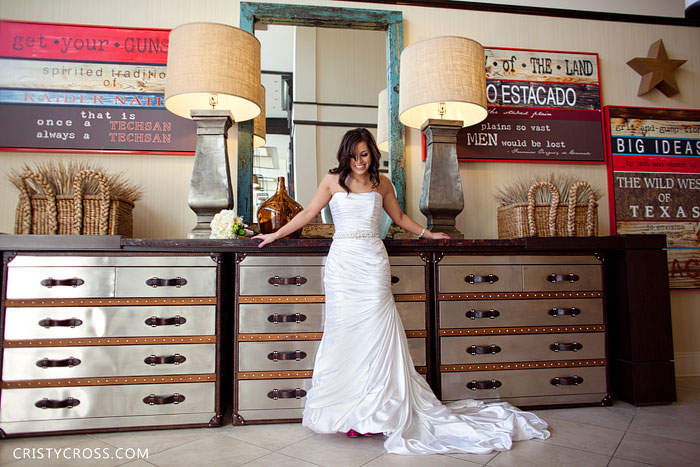 overton-hotel-lubbock-texas-bridal-shoot-taken-by-clovis-wedding-photographer-cristy-cross-2011_6.jpg