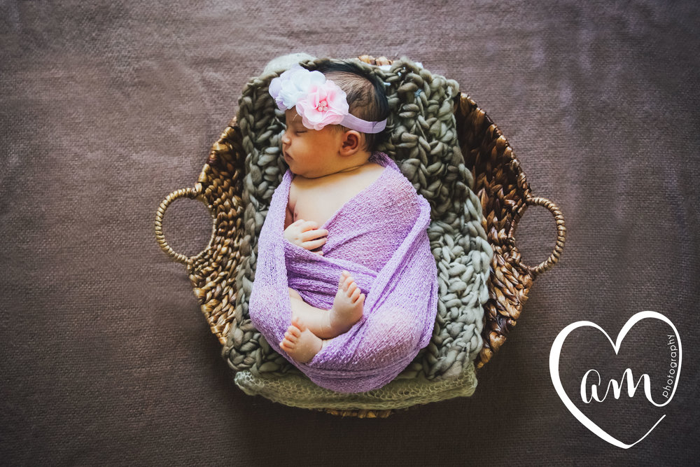 Baby girl newborn photography in Orlando, Florida. Image by Amanda Mejias Photography.