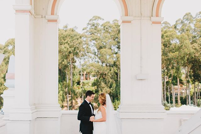 Shannon and Nick's first look in the bell tower at the @claremonthotel in Berkeley is pure magic. Dying to see the rest of these shots by @jakeandnecia! Floral design: @chestnut_and_vine // Hair and Makeup: @aprilfosterbridal #sweetandcrafty #firstlook #weddingplanner #firstlookwedding #claremonthotel #berkeley #wedding #bayareawedding #eastbaywedding #weddingdetails #weddingphotography