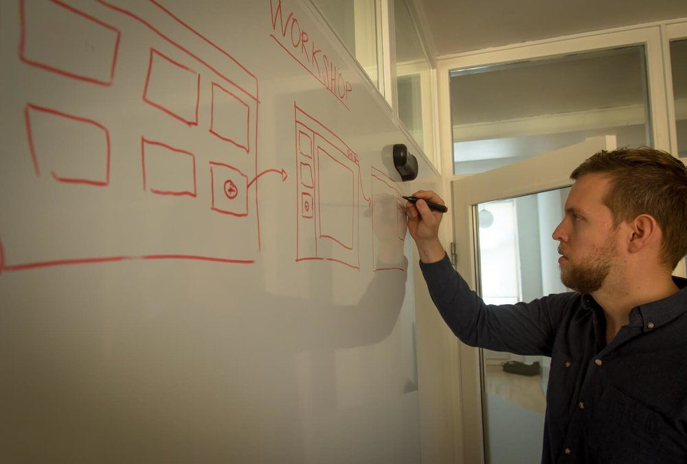 Workshop &    App Prototype   Touchlogic hjælper dig fra idé  til færdig App   Hør mere