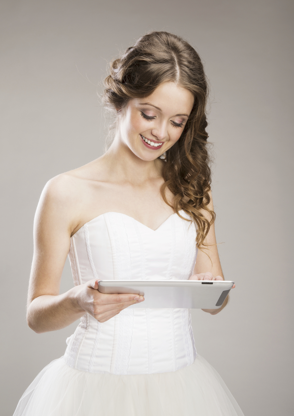 bride-login-to-digital-wedding-album