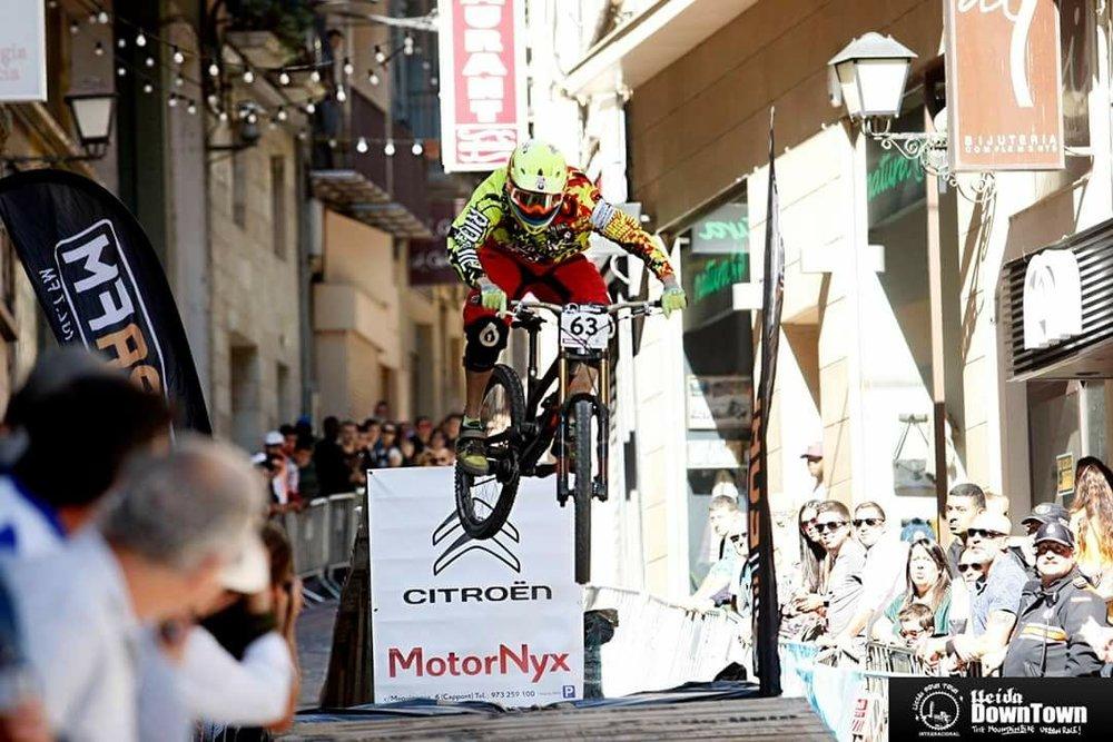 Enric Flaguera - DH Rider - Bazuka Team   Gracias al Trabajo realizado por Fantastik Bikes y Fantastik Tuned Suspension he conseguido la tercera posición en la Copa Catalana de DH Urbano! El mantenimiento y el setting de las suspensiones ha sido una clave de la mejora!!!