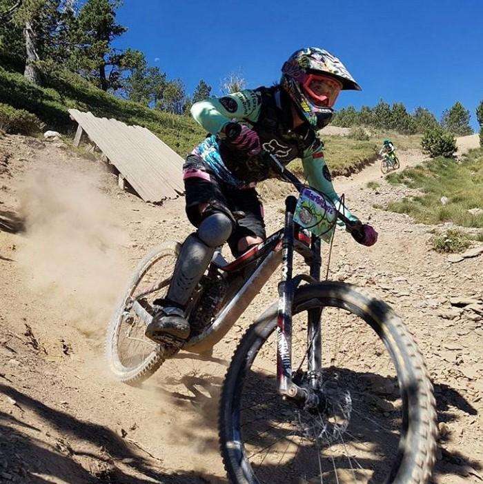 Maribi Herreros - Fantastik Bikes - Biker sin fronteras!   Mis bicis son muy importantes para mi. Practico desde Descenso hasta carretera, compitiendo en la Copa Catalana de Enduro, en la que este 2017 conseguí la tercera posición. Para mi el rendimiento de las bicis es clave, por ese motivo las dejo en muy buenas manos!