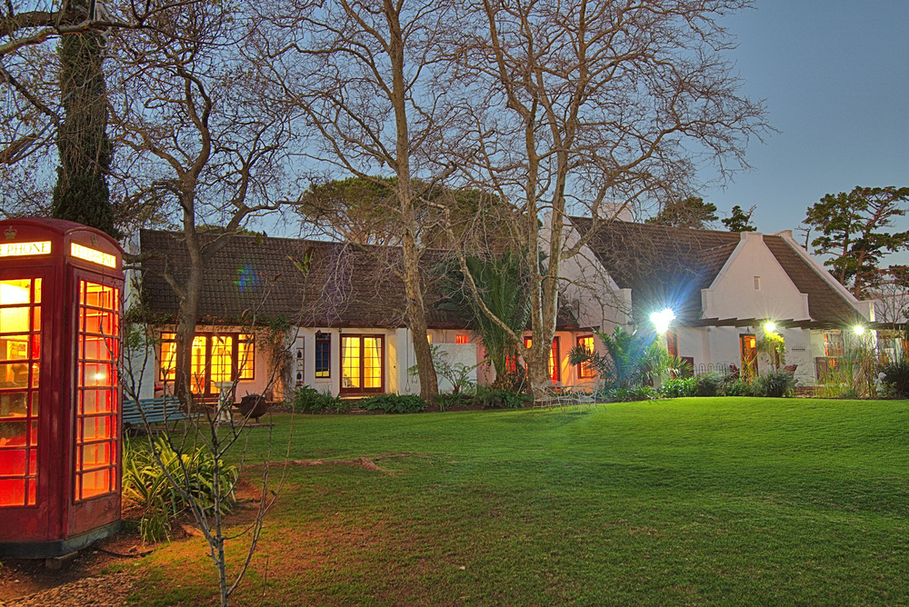 Chelaya Country lodge at night