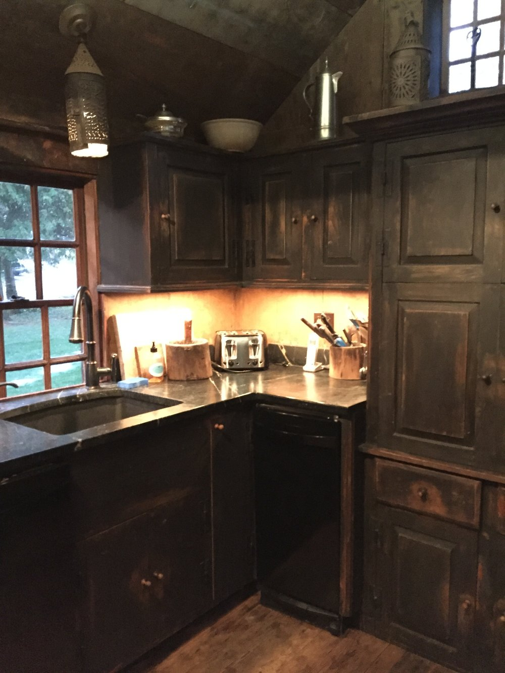 Country Kitchen Black cabinets