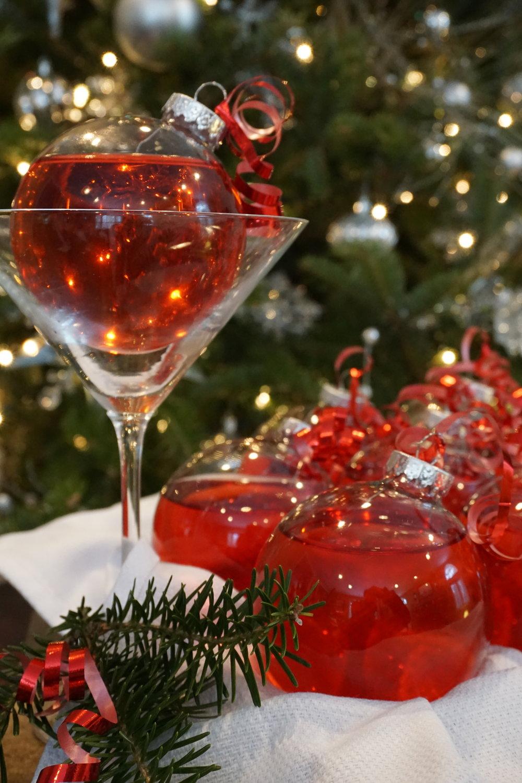 Christmas ornaments ornamentini cocktail presentation 1
