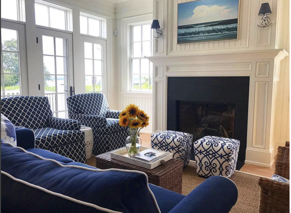 Patrick Ahearn Architect blue and white living room .png