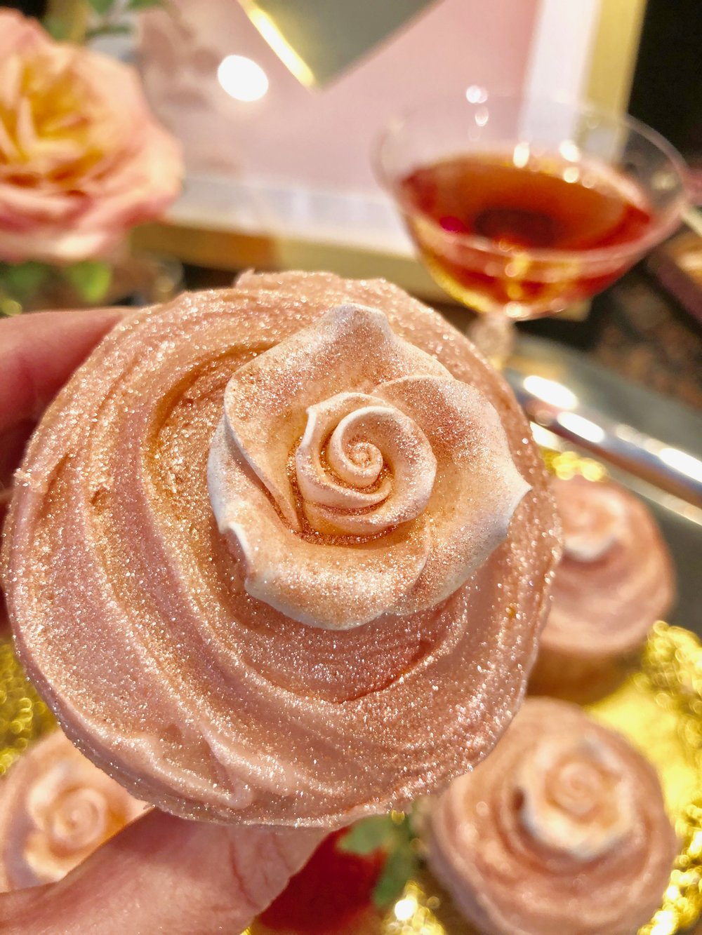 pink champagne cupcake with sparkle dust by Wilton1.jpg