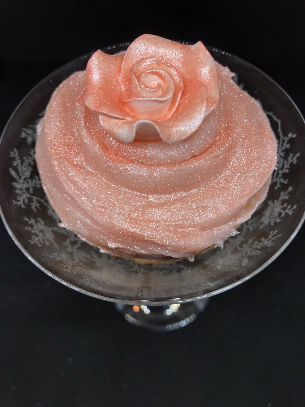 champagne cupcake in champagne coupe.JPG