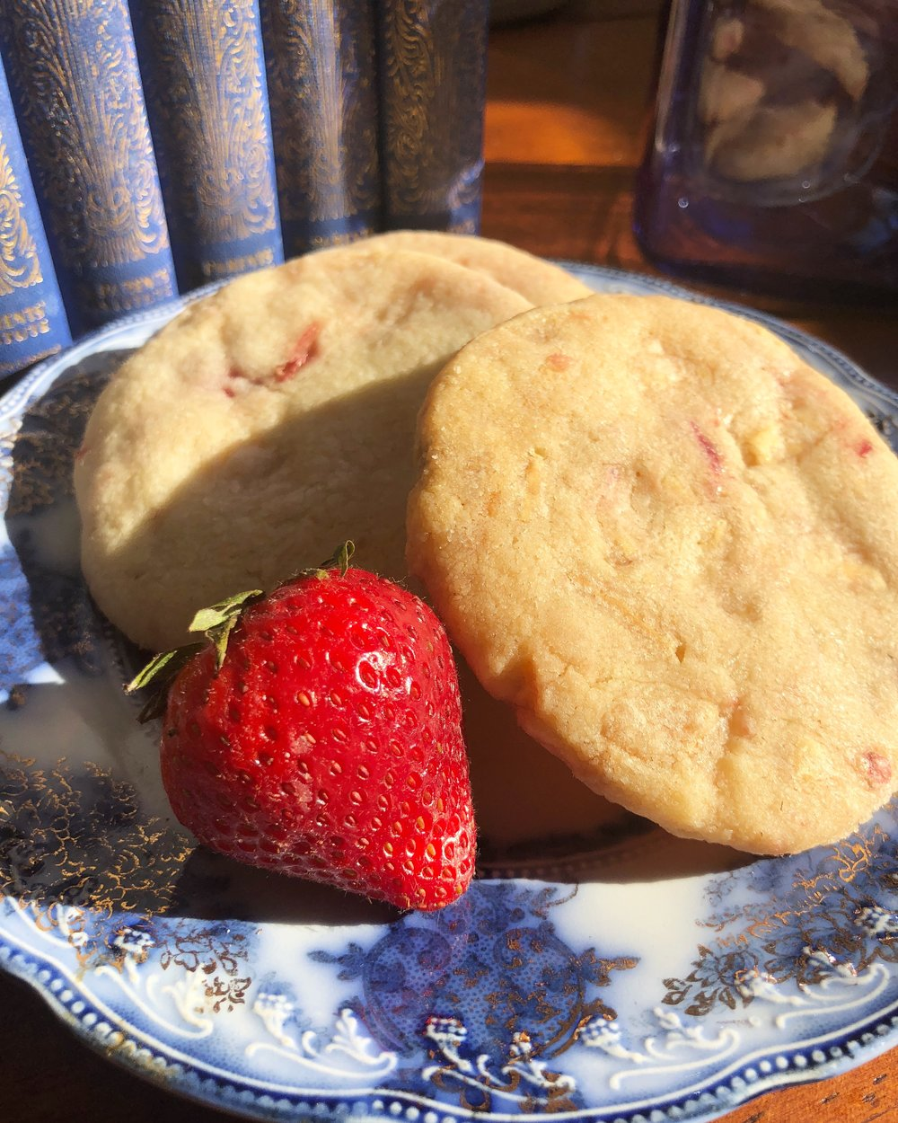 Strawberry and Cream Shortbread Cookies