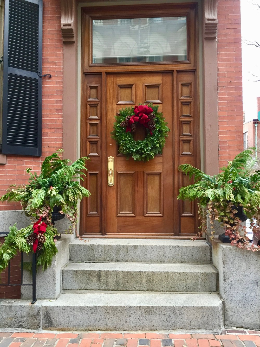 Christmas door beacon hill boston .jpg