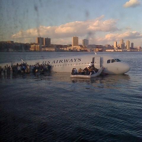 Fra redningen på Hudson River (Janis Krums/Twitter)