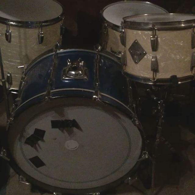 """Selling my dear dear 24"""" Vintage Premiere Elite Bass Drum. This beautiful bass drum from the 70-80s is made from Mahogany. Send me a pm for more info!"""
