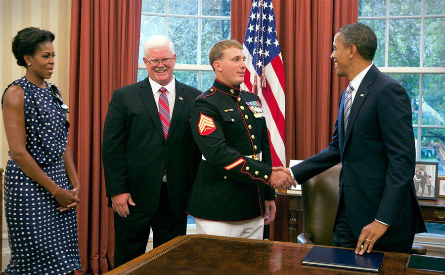 Dakota Meyer shaking hands with President Obama