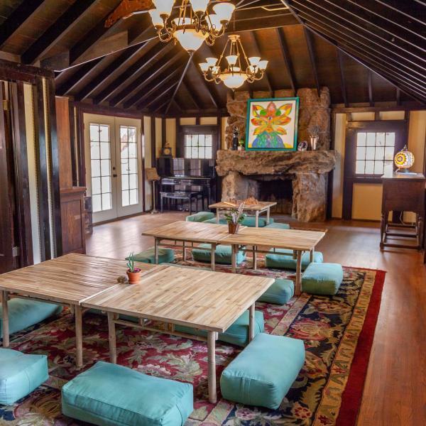 SunMountain-Onaledge-dining-room-600x600.jpg