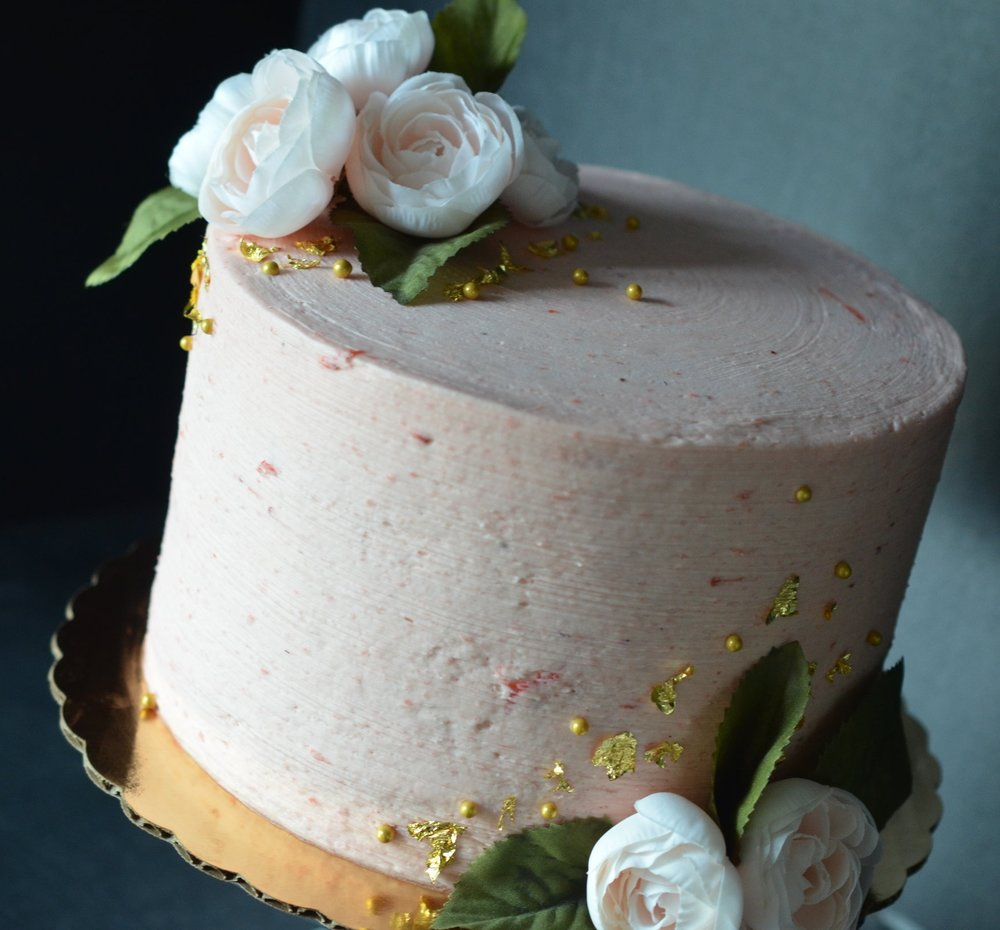 SEASONAL BLOOMS  Our lovely cake decorated with seasonal blooms. Price is based on cake flavor and seasonal blooms selection. Price varies