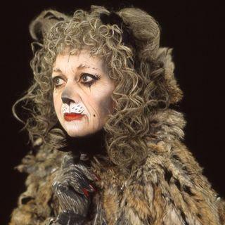 Elaine Paige as the original Grizabella
