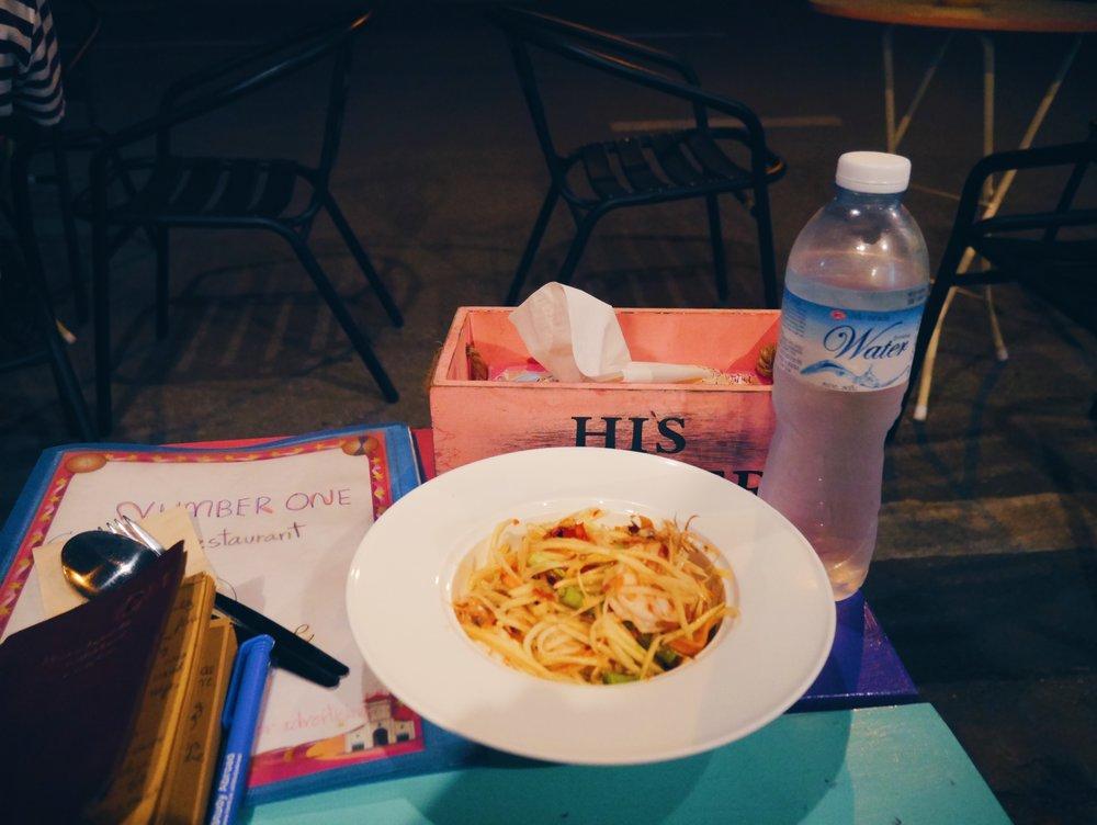 Roadside dinner. Also I had no  idea how spicy papaya salad was 😤
