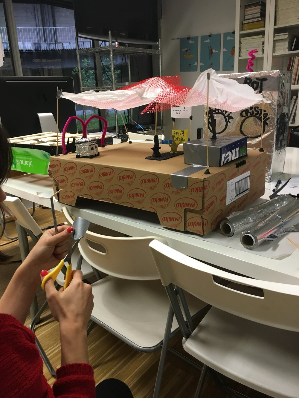 Building a scale model about our self-sustaining festival