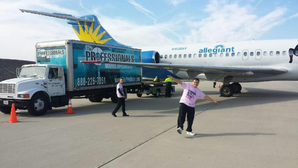 Miguel & Doel Enjoyed Moving Allegiant Airlines