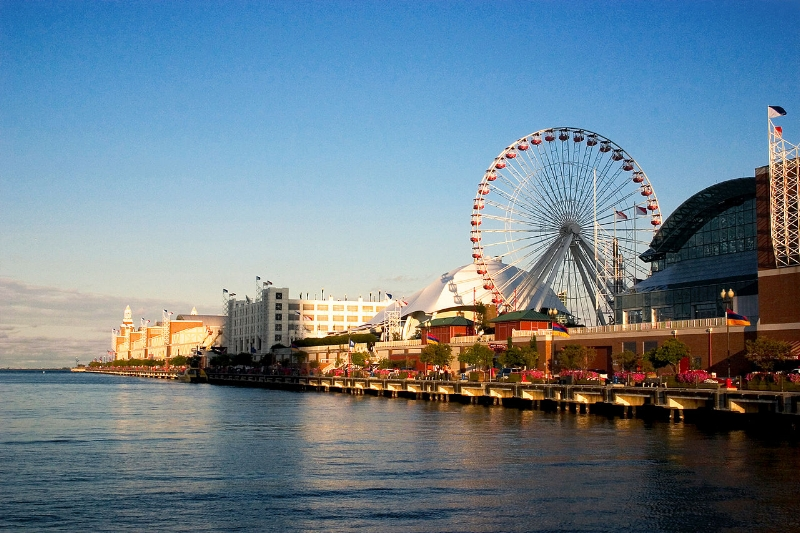 Navy_Pier_from_the_shoreline.jpg