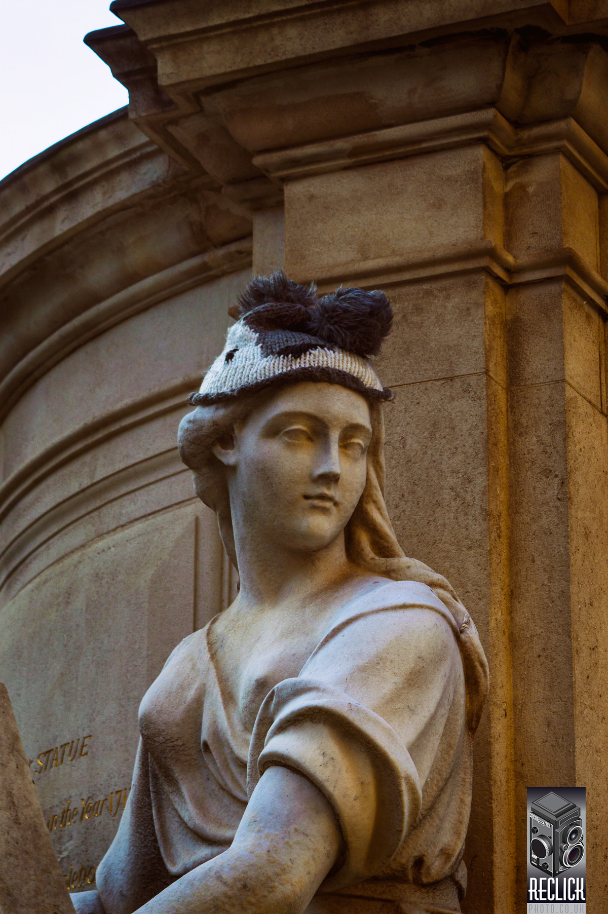 figure, marble, stone, hat, knitwear, knitting, classical art, public art, city of London, England, Great Britain, public space