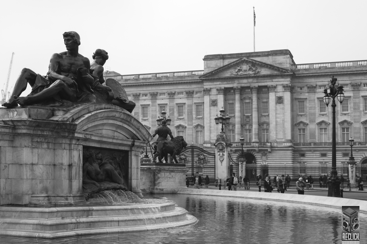 Place, royalty, architecture, sculpture, water, London.