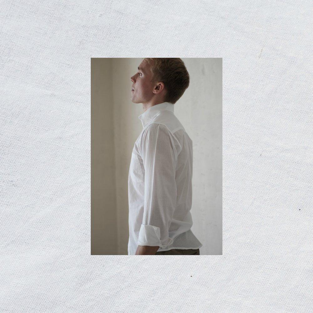 Plain+white ali.jpg