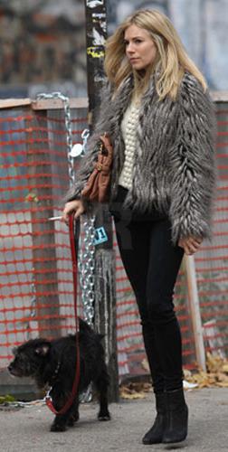 detail-black-skinny-jeans-white-sweater-grayl-jacket-coat-fur-cognac-bag-howtowear-outfit-fall-winter-siennamiller-black-shoe-booties-casual-blonde-weekend.jpg