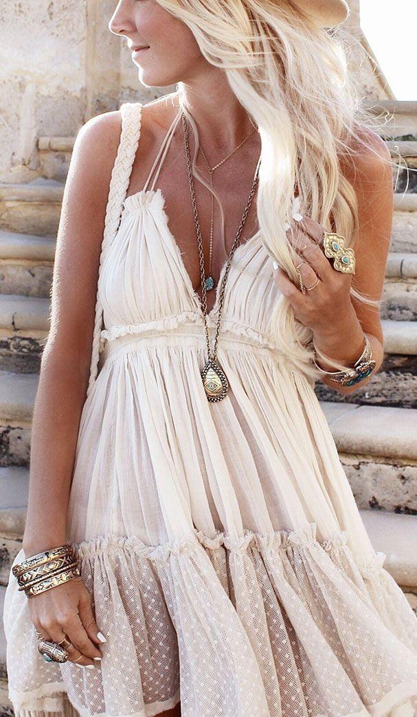 jewelry-boho-style-type-white-dress-necklaces-bracelet-ruffles.jpg