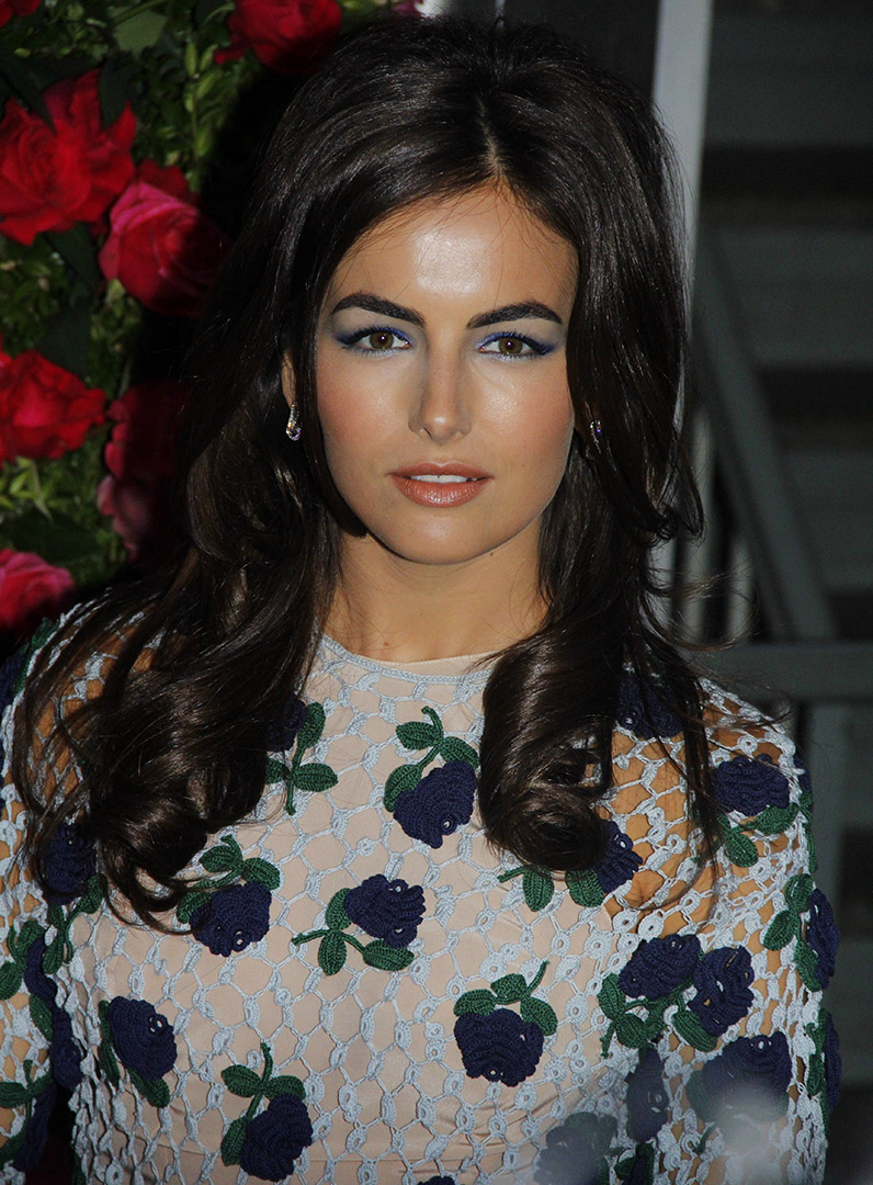 detail-romantic-girly-style-type-camillabelle-embroidered-floral-dress-long-brunette-hair-wavy-blue-eyeshadow-makeup.jpg