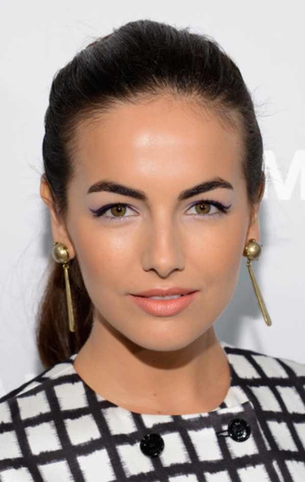 makeup-romantic-girly-style-type-wing-eyeliner-blue-ponytail-hair-drop-earrings-camillabelle-brun.jpg