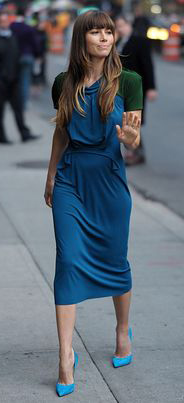 celebrity-romantic-girly-style-type-jessicabiel-blue-dress-blue-pumps-bangs-long-hair-latenight.jpg