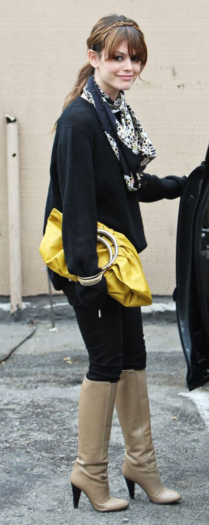 detail-retro-style-type-fashion-rachelbilson-boots-scarf-ponytail-bangs-hair-yellow-bag-black-sweater.jpg