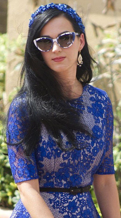 detail-retro-style-type-fashion-katyperry-blue-lace-dress-sunglasses-match-headscarf-long-hair-belt.jpg