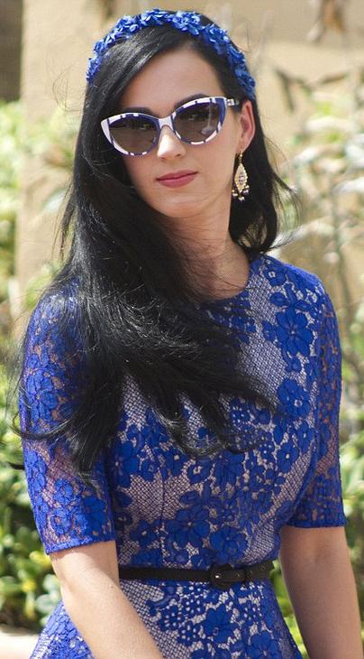 detail-retro-style-type-fashion-katyperry-blue-lace-dress-sunglasses-match-headscarf-long-hair-belt.jpg