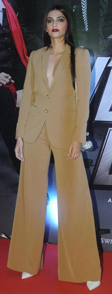 key-retro-style-type-fashion-monochromatic-outfit-tan-beige-suit-redcarpet-vintage-modern.jpg