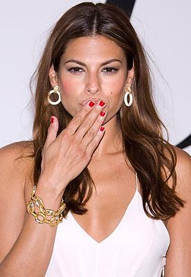 jewelry-retro-style-type-fashion-evamendes-hairstyle-earrings-hoops-bracelet-white-dress-redcarpet.jpg