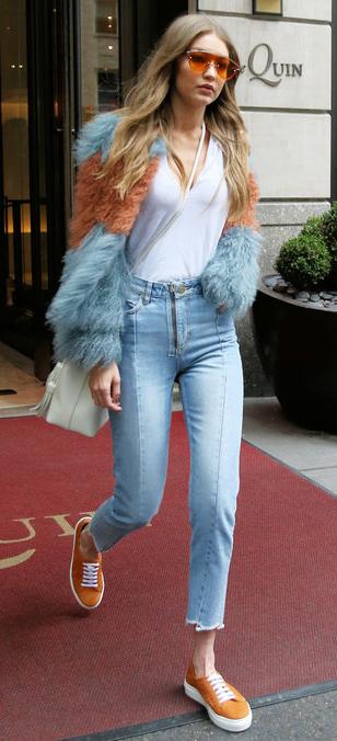 detail-blue-light-crop-jeans-white-tee-blue-light-jacket-coat-fur-fuzz-sun-white-bag-orange-shoe-sneakers-fall-winter-gigihadid-17-blonde-lunch.jpg