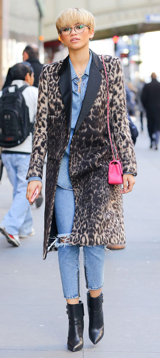 detail-trendsetter-style-type-fashion-zendaya-jeans-cropped-leopard-coat-blonde-booties-chambray-shirt-streetstyle.jpg