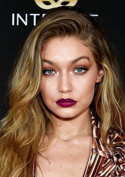 makeup-trendsetter-style-type-fashion-gigihadid-berry-lipstick-dark-eyeshadow-blonde-hair.jpg