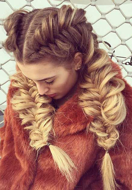 hair-trendsetter-style-type-fashion-pigtail-braids-hair-blonde-messy.jpg