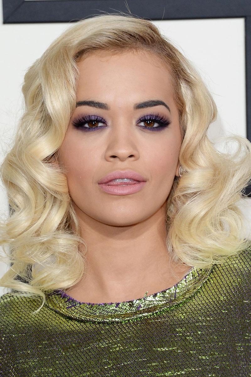 hair-trendsetter-style-type-fashion-ritaora-blonde-platinum-smoky-eyeshadow-green-dress-wavy-hair.jpg