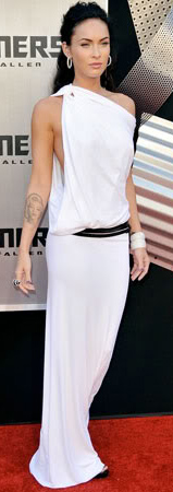 comfort-meganfox-dramatic-style-type-toga-dress-white-gown-hoop-earrings-halfup-hair-oneshoulder-redcarpet.jpg