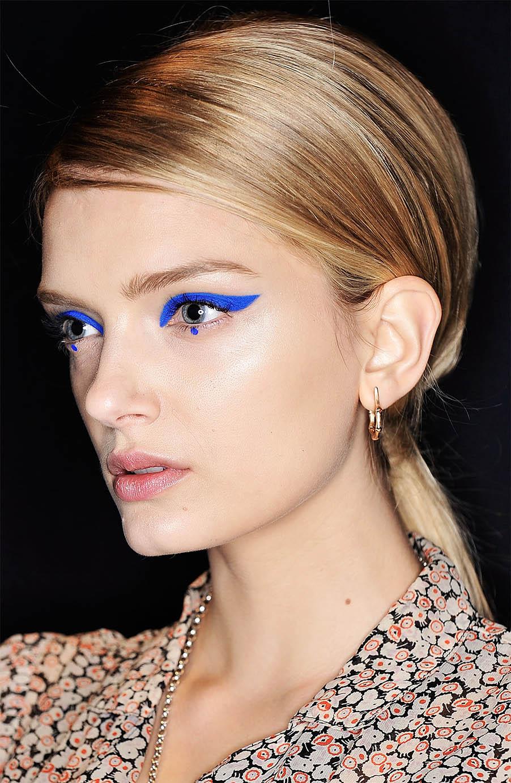 makeup-dramatic-style-type-blue-thick-wing-eyeliner-eyeshadow-blonde-ponytail-model-runway.jpg