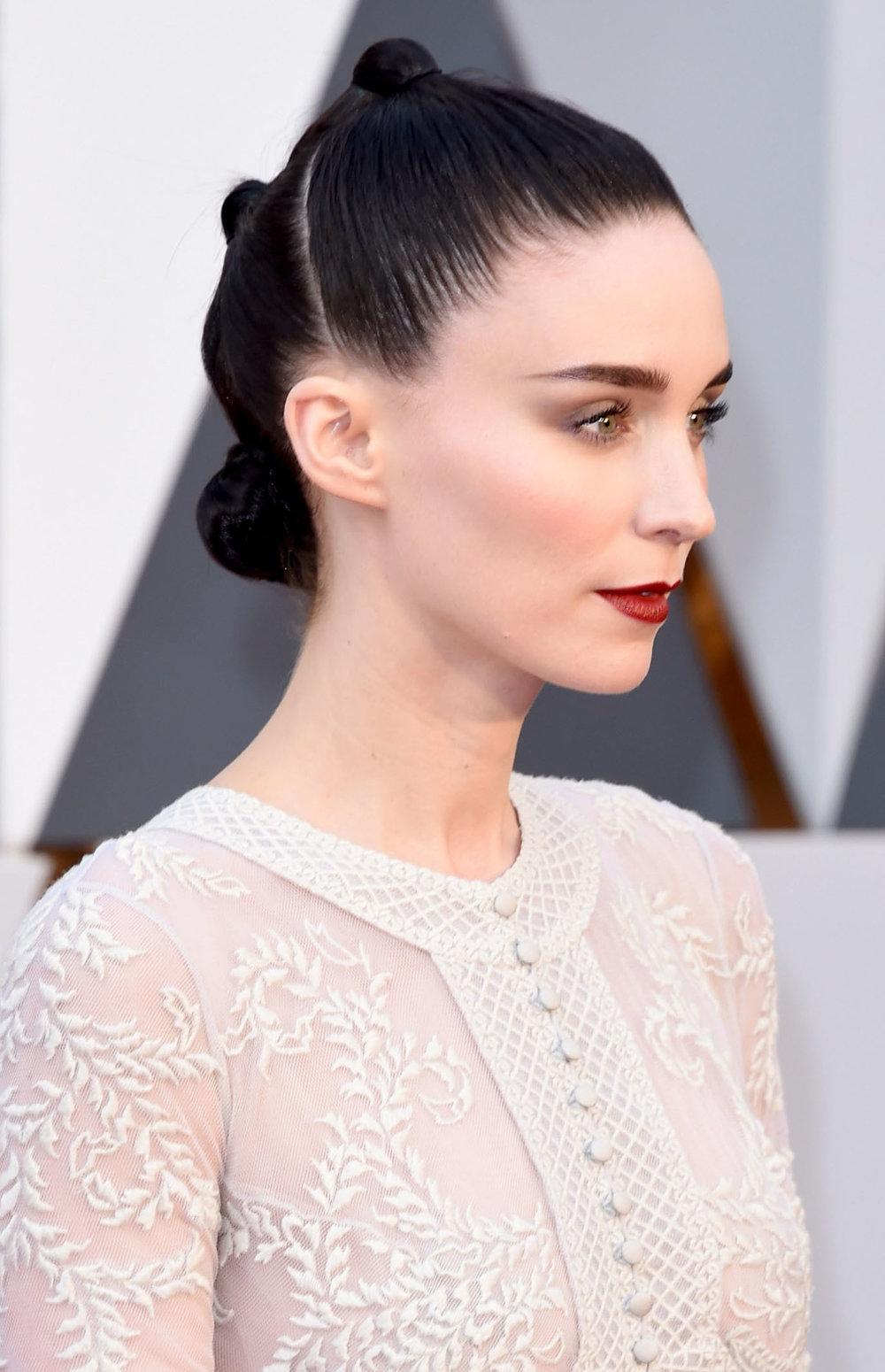 hair-dramatic-style-type-rooneymara-oscars-triple-bun-hair.jpg