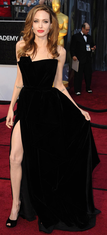 celebrity-dramatic-style-type-angelinajolie-black-dress-gown-redcarpet-redlips.jpg