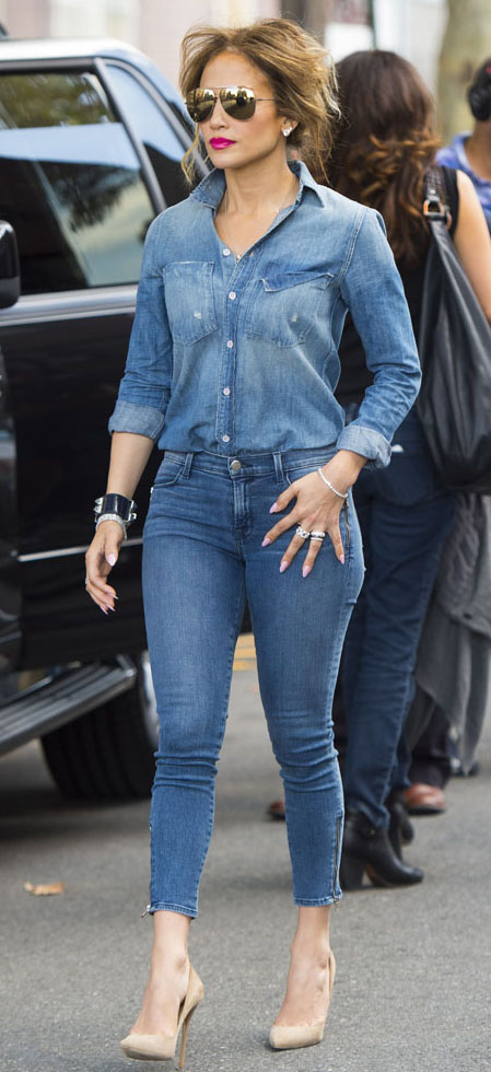 detail-bombshell-sexy-style-type-jenniferlopez-chambray-shirt-jean-denim-match-skinny-aviators-sunglasses-nude-pumps-canadian.jpeg
