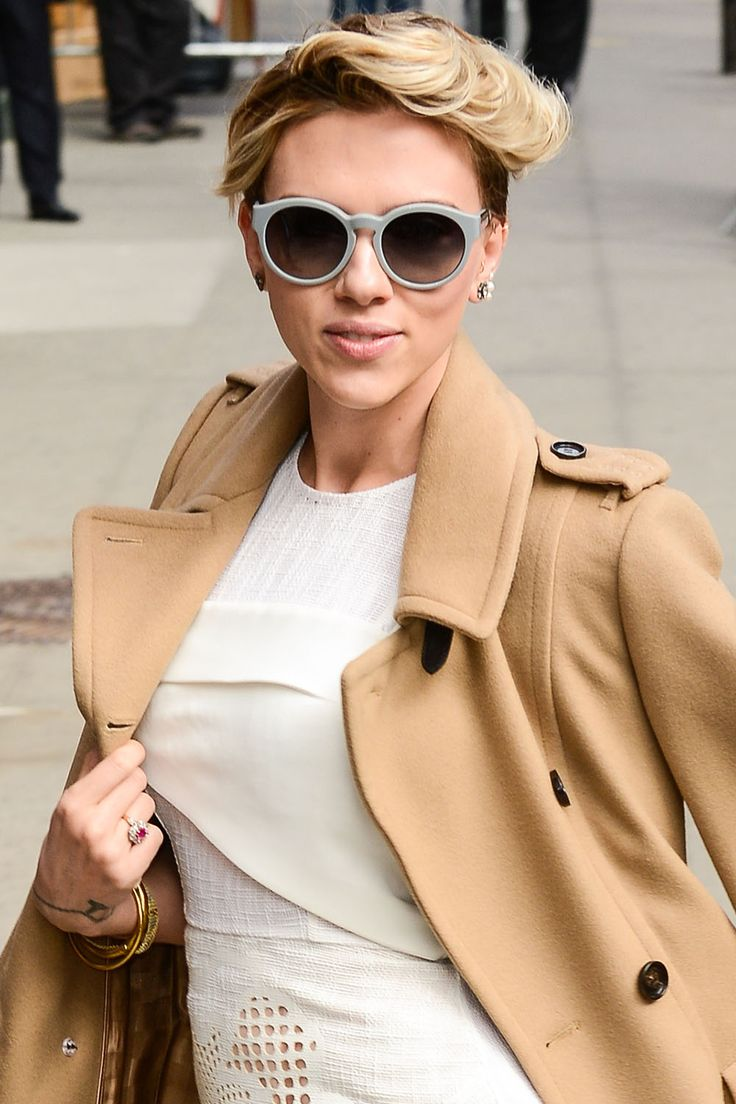 detail-bombshell-sexy-style-type-scarlettjohansson-camel-coat-white-dress-short-hair-sunglasses.jpg